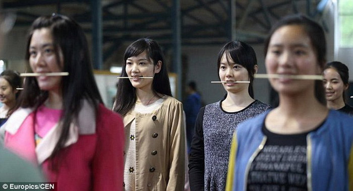 Хятадууд ингэж инээмсэглэж сурдаг