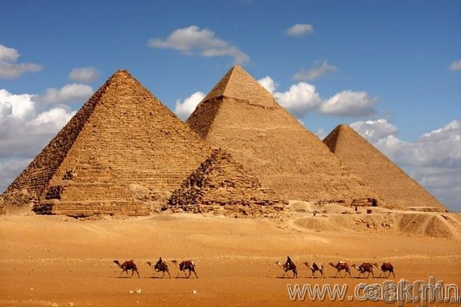 Гизагийн пирамид.