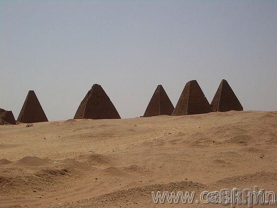 Суданд Египетээс илүү их пирамид байдаг.