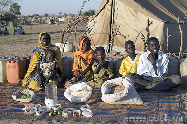 Чад: Брейжинг лагерь дэхь Абубакар-ын гэр бvл