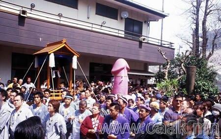 Канамара Мацури: Эр бэлэг эрхтнийг дээдлэх фестивал