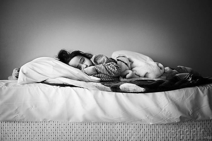 Харин үргэлж зүүн тал руугаа харж унтаж байгаарай