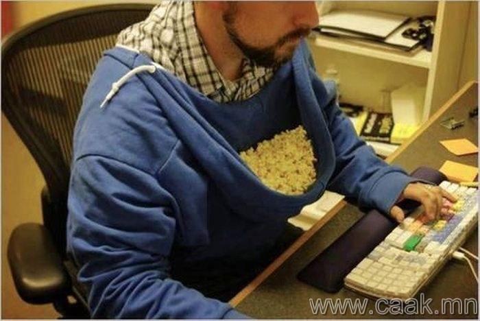 Попкорн хийхэд юүдэнтэй цамцаа ашиглах.