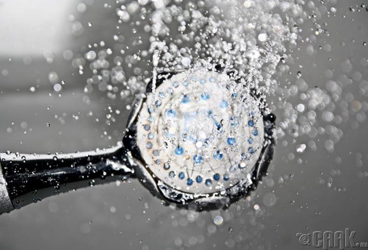 Хүйтэн усанд толгойгоо угаах