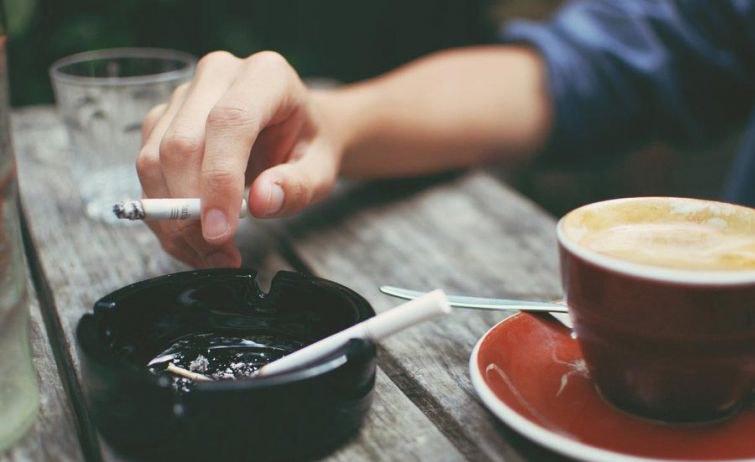 Хоолны дараа тамхи татах