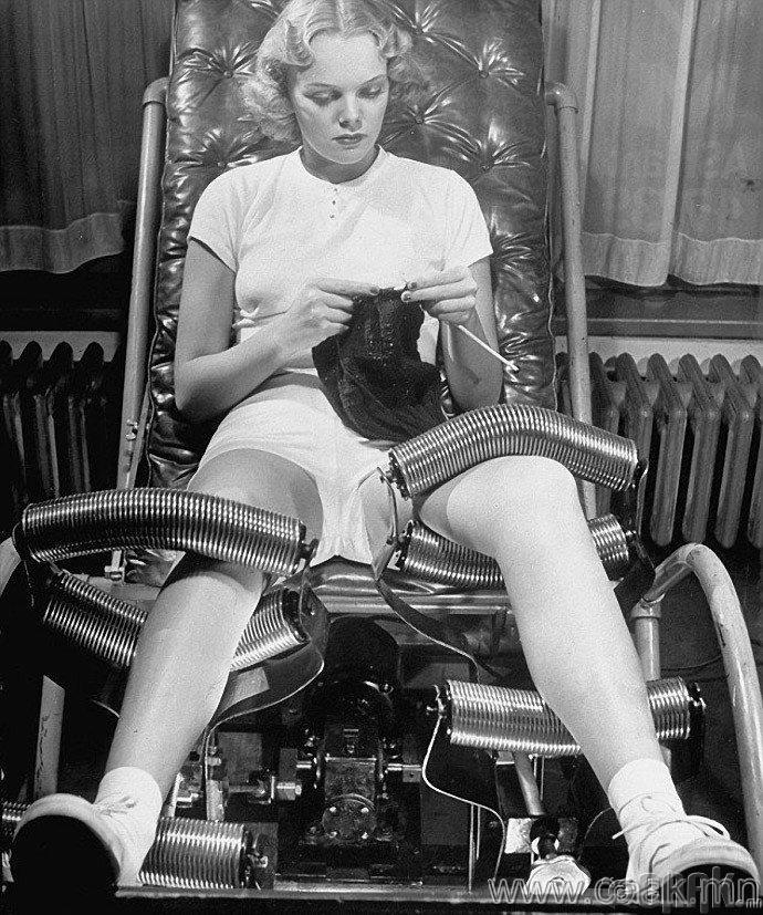Тураах зориулалттай металл роликоор хийдэг хөлний массаж. АНУ, 1940-өөд он.