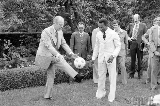 АНУ-ын 38 дахь ерөнхийлөгч Жеральд Форд, хөлбөмбөгийн хаан Пеле нар