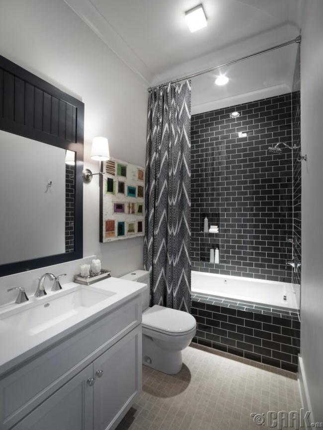 Угаалгын өрөөний хөшиг урт байх тусмаа өрөөг илүү зайтай харагдуулдаг