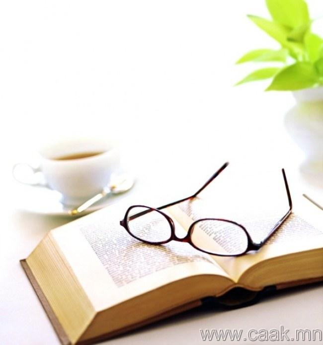 Нүдэнд ил харагдах газар ном болон нүдний шил үлдээгээрэй