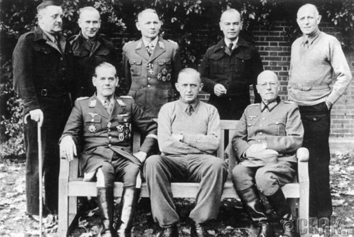 Нацист генералууд