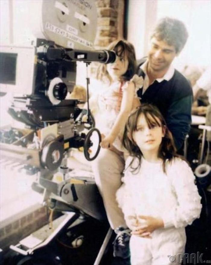 Жүжигчин Зое Десчанел (Zoeey Deschanel) болон түүнийг эгч Эмили Дисчанел (Emily Deschanel)