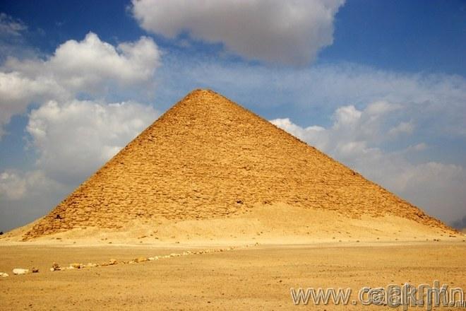 Ягаан пирамид.