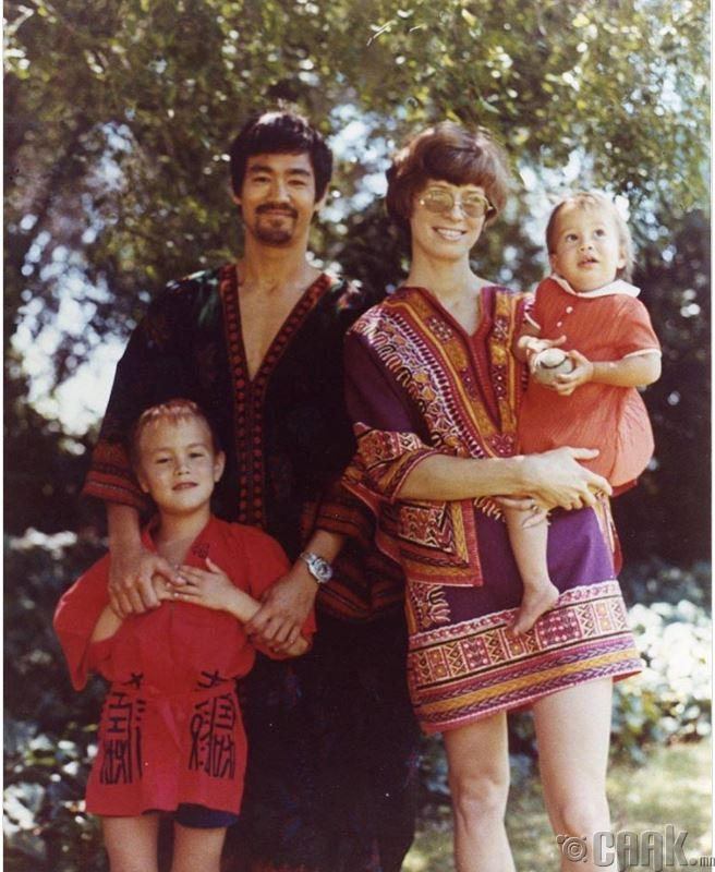 Брюс Ли гэр бүлийн хамтаар, 1960-аад оны сүүлч