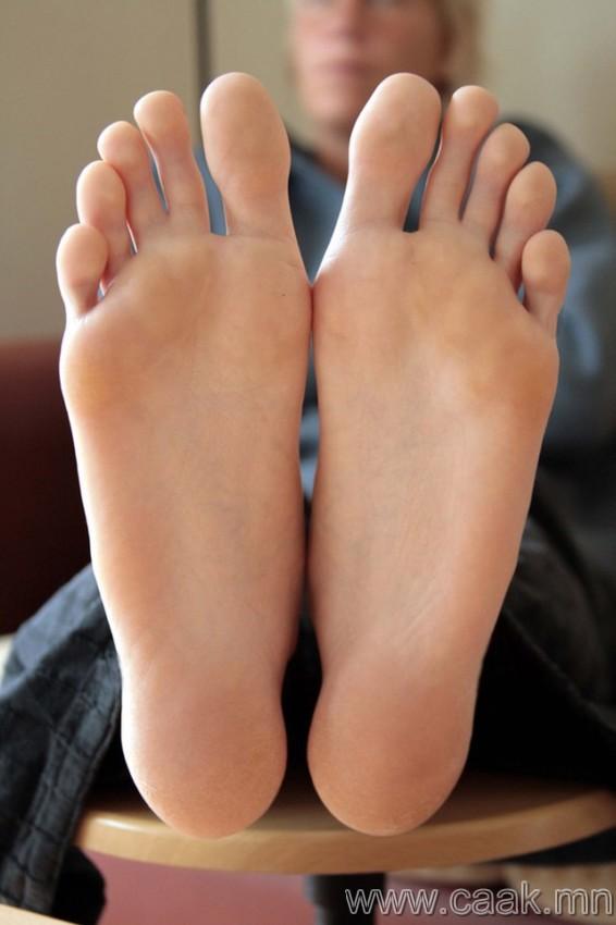 Хөлийн эрхий хуруугаа хөдөлгөн 1000-1 хүртэл тоол