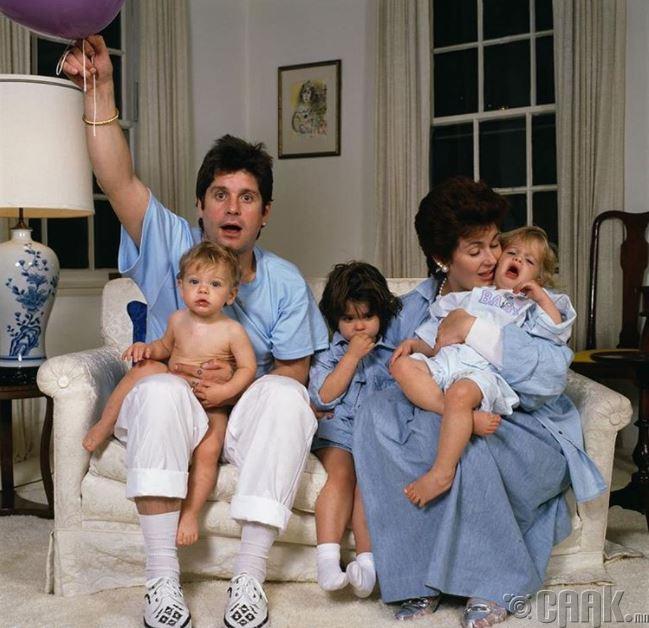 Оззи, Шарон Осбориг нар Алимий, Келли, Жак нэртэй хүүхдүүдийнхээ хамт,1987 он
