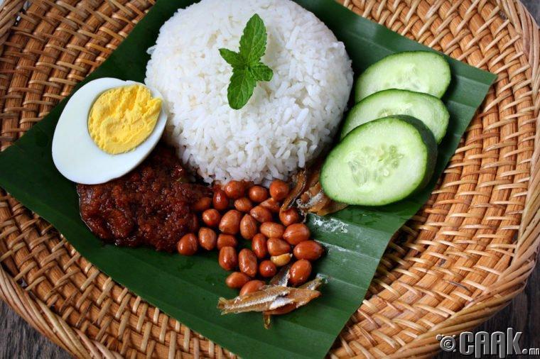 Сингапур: Наси Лемак үндэсний хоол (Nasi Lemak)