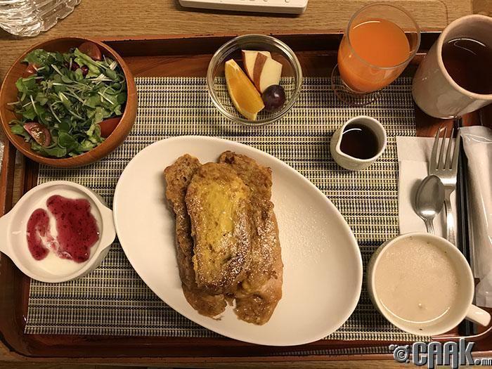 Өглөөний цайнд Франц маягийн шарсан талх