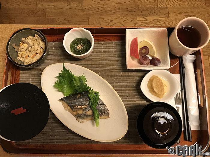 Япон маягийн өглөөний цай