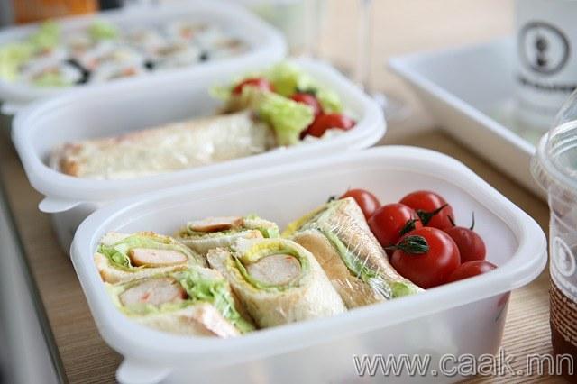 Үдийн хоолоо бэлдэж авчир.