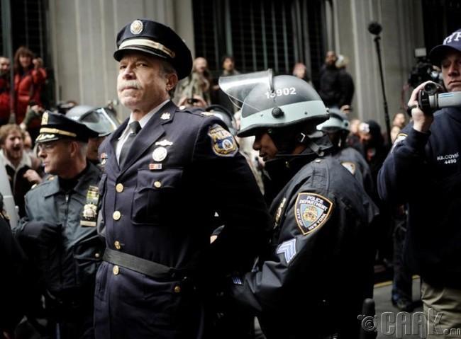 """Wall Street""-д баривчлагдаж буй ахмад хурандаа  Рэй Льюс (Ray Lewis)"
