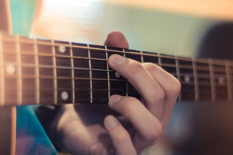 Хөгжмийн зэмсэг тоглож сурах