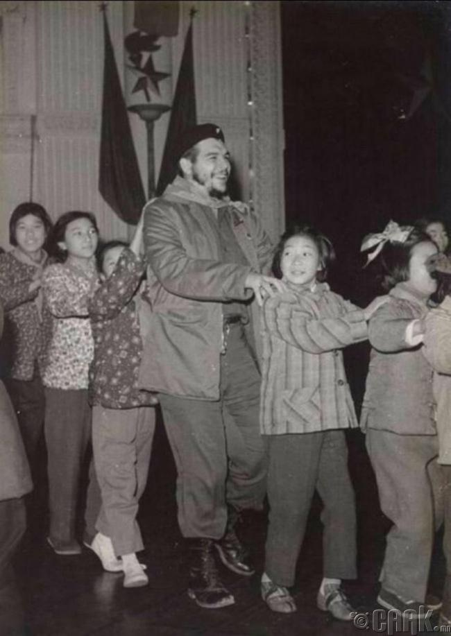 Кубын домогт хувьсгалч Че Гевара Шанхайн цэцэрлэгт, 1960 он