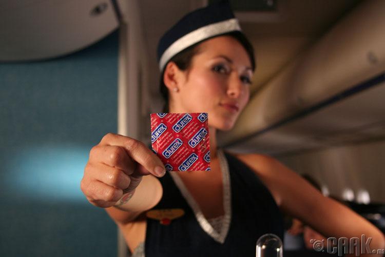 Онгоцны үйлчлэгчид заримдаа зорчигчтой бэлгийн хавьталд ордог