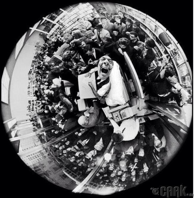 """1963 онд """"Journal d'un genie"""" сэтгүүл хэвлэгдэн гарсны дарааСальвадор Дали гарын үсгээ зуржээ"""