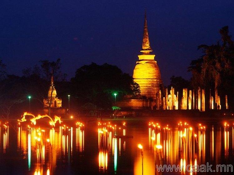 Тайландын Loy Krathong наадам.