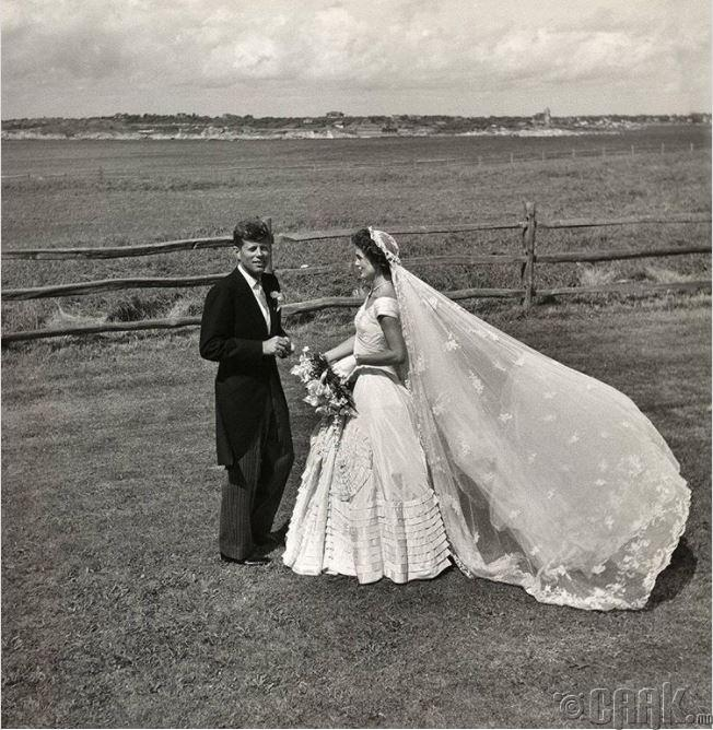 Жон Ф.Кеннеди, Жаквин Бувари нар хуримын өдрөө, 1953 он