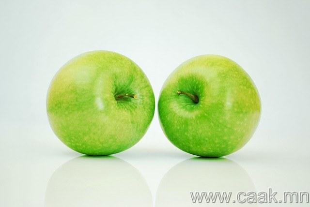 Алим хив. Munch on an apple.