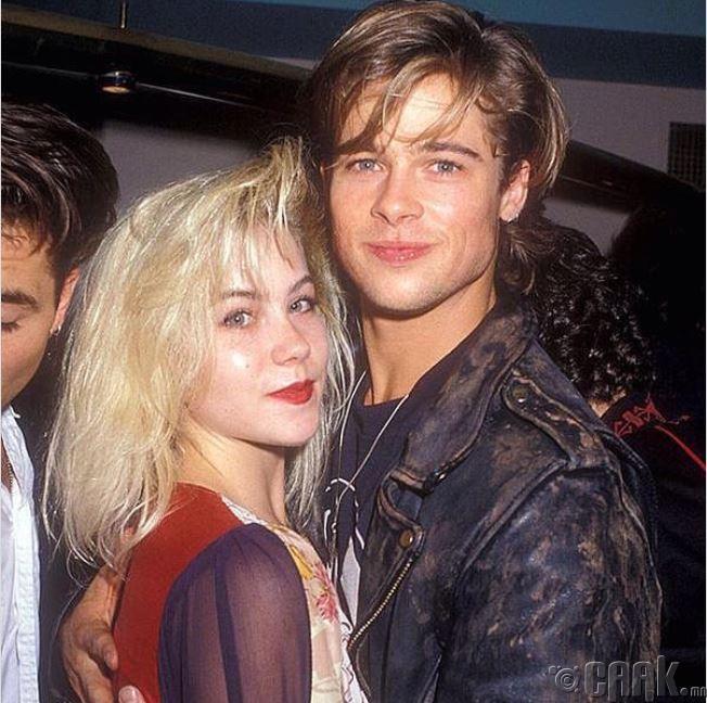 Кристина Эпплгейт найз залуу Брэд Питтийн хамт, 1988 он
