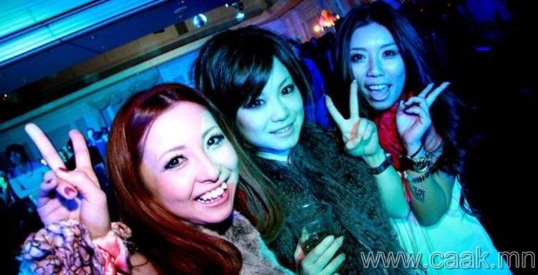 Япон: Клубт бүжиглэх