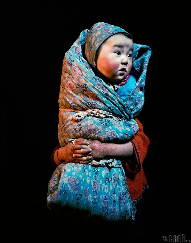 Өлгийтэй охин, 2004 он (Фредерик Лагранж)