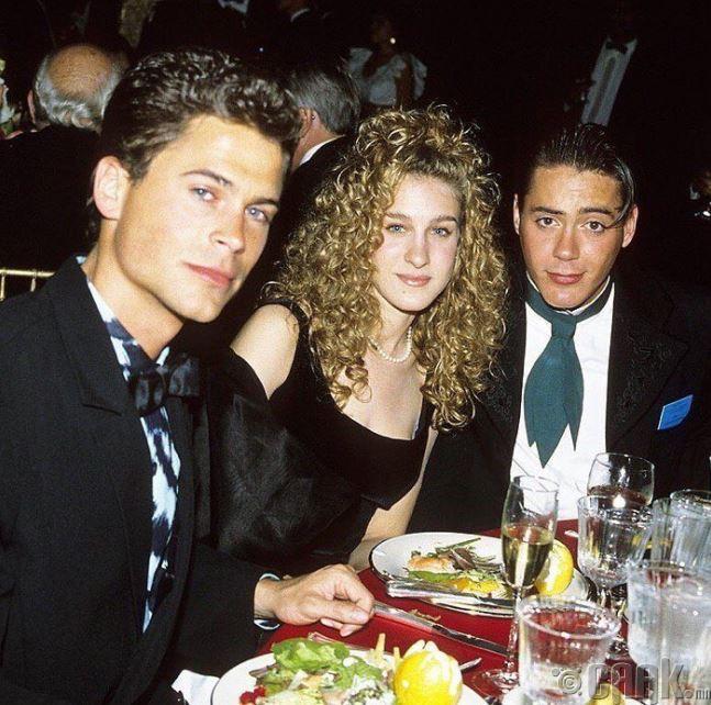 Роб Лоу, Сара Жессика Паркер, Бага Роберт Дауни нар Засаг даргын тамгын газарт оройн зоог барьж байгаа нь,1988 онд
