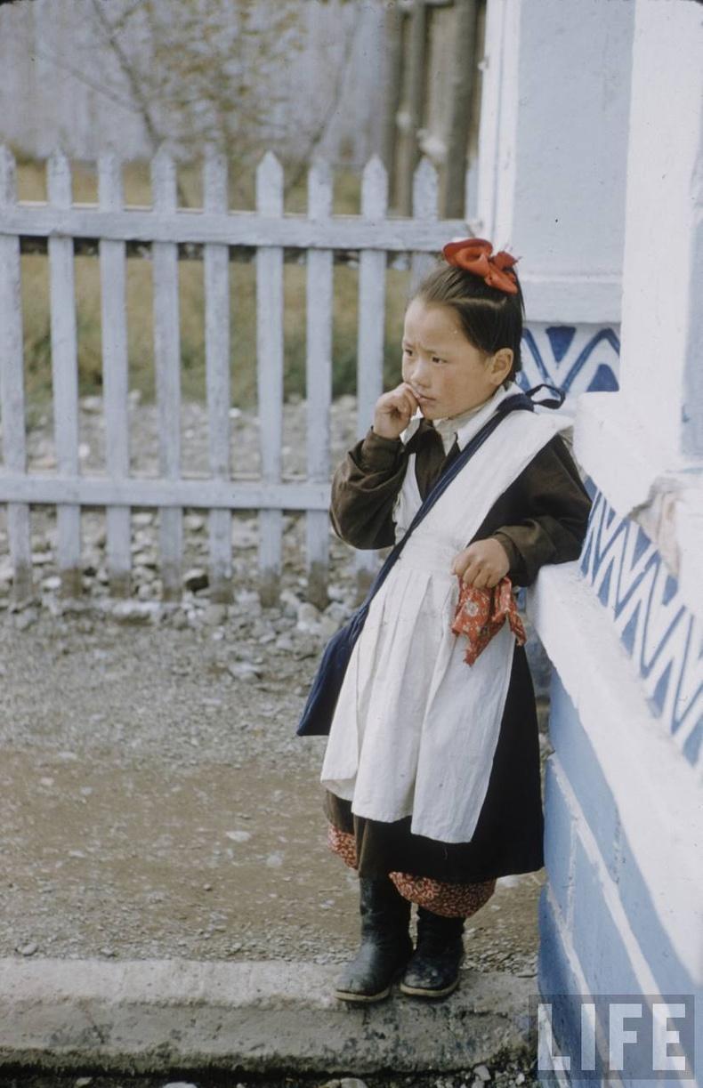 1-р сургуулийн сурагч охин, 1956