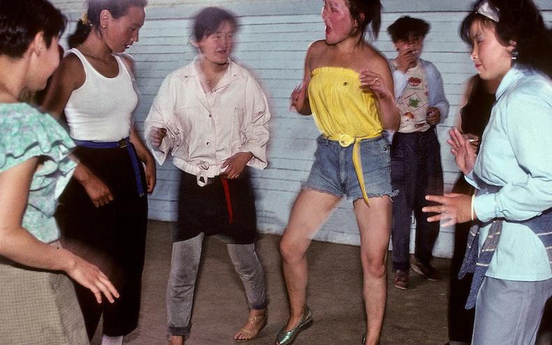 Нийтийн бүжиг, 1990 он