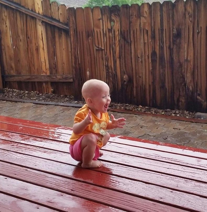 Анх удаа бороо орохыг үзэж байгаа охин