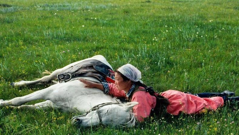 Байлдааны сургуулилалт хийж буй Өвөр Монгол эмэгтэй, 1979