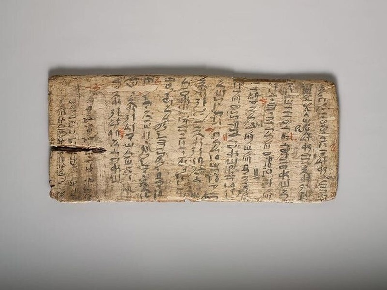 Эртний Египетийн сурагчийн шалгалтын материалыг багш нь хэрхэн зассаныг харж болно. МЭӨ 1981-1802 он