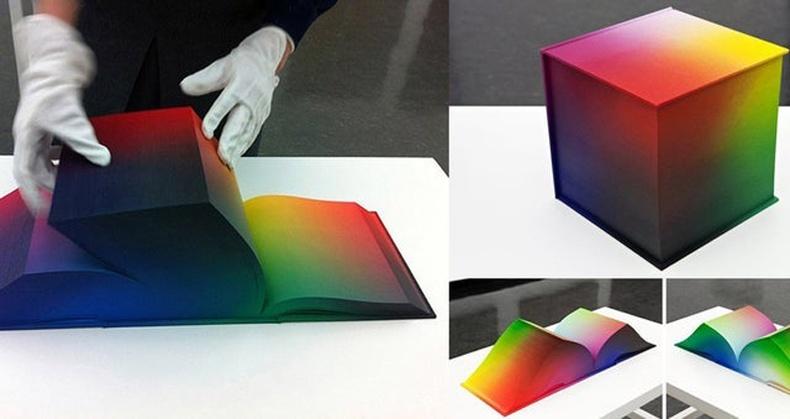 Бүх өнгийг ном болгон хэвлэжээ
