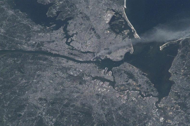 2001 оны 9-р сарын 11-нд сансраас авсан Нью-Йорк хотын зураг