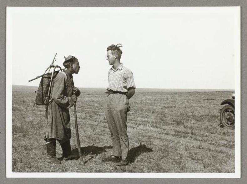 Бадарчинтай уулзаж буй Шведийн санваартан Эрик Иоел Эрикссон, 1910-аад он