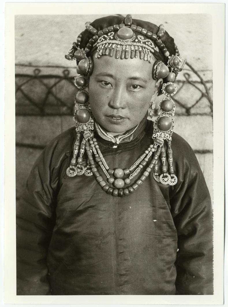 Үзэмчин бүсгүй, 1920-иод он