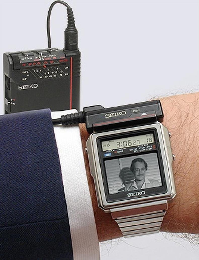 """""""Seiko"""" компани 1982 онд телевизортой цаг бүтээж, хүмүүсийг алмайруулж байв"""
