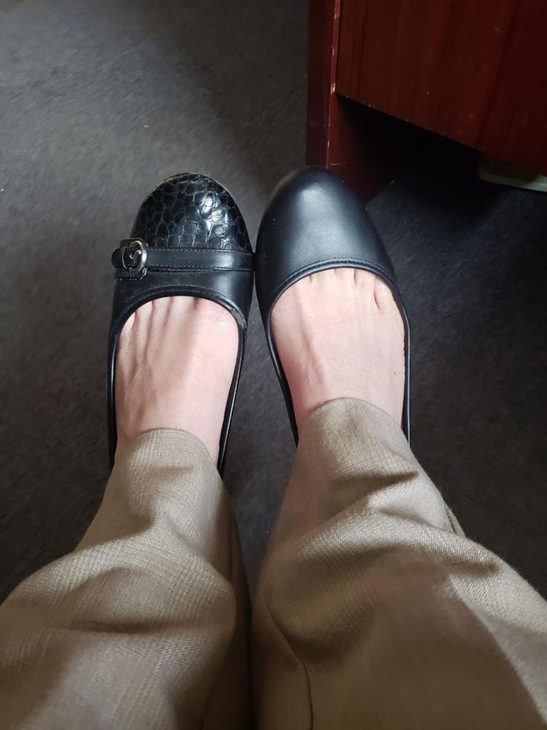 """""""Хоёр өөр туфль өмсөөд гараад иржээ. Гэр хүртэл 1.5 цаг явна"""""""