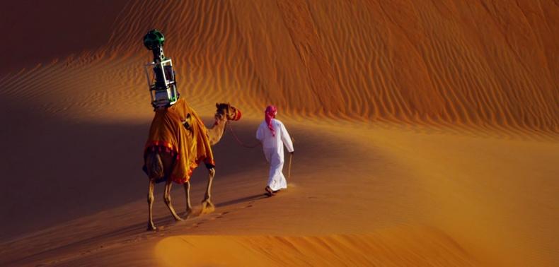 Арабын цөлд Google Street View-ийн зураг авахын тулд тэмээ ашигладаг