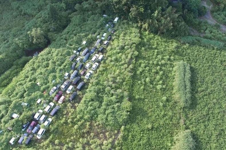 Фукушимад гарсан ослын дараа хаягдсан машинууд