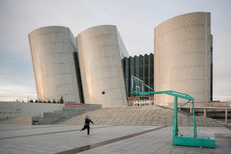 Өвөр Монголын Ордос хот дахь шинэ барилгууд аажмаар эзэнгүй болж байна
