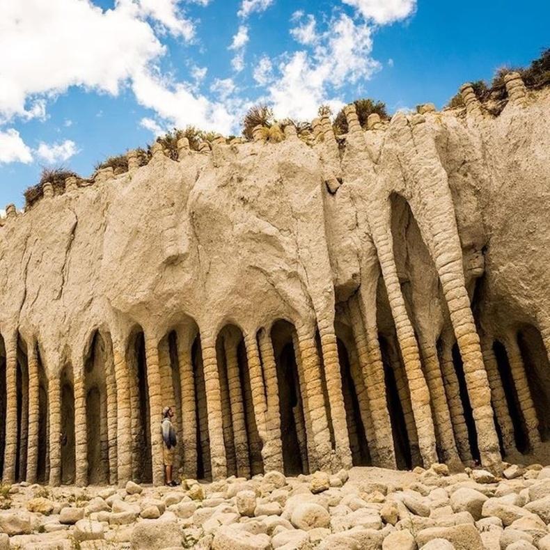 Калифорнийн Кроули нууран дахь сонирхолтой байгалийн тогтоц